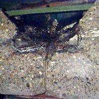 Қатқан кориумы бар бетонды тұзақтың тілігі